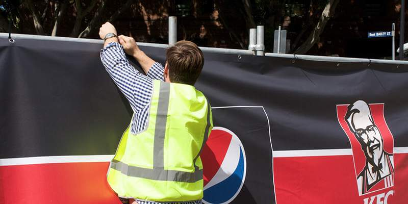 5 Tips to Ensure a Perfect Banner Installation on Temporary Fencing
